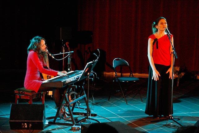 Et Mathilde Côté au piano