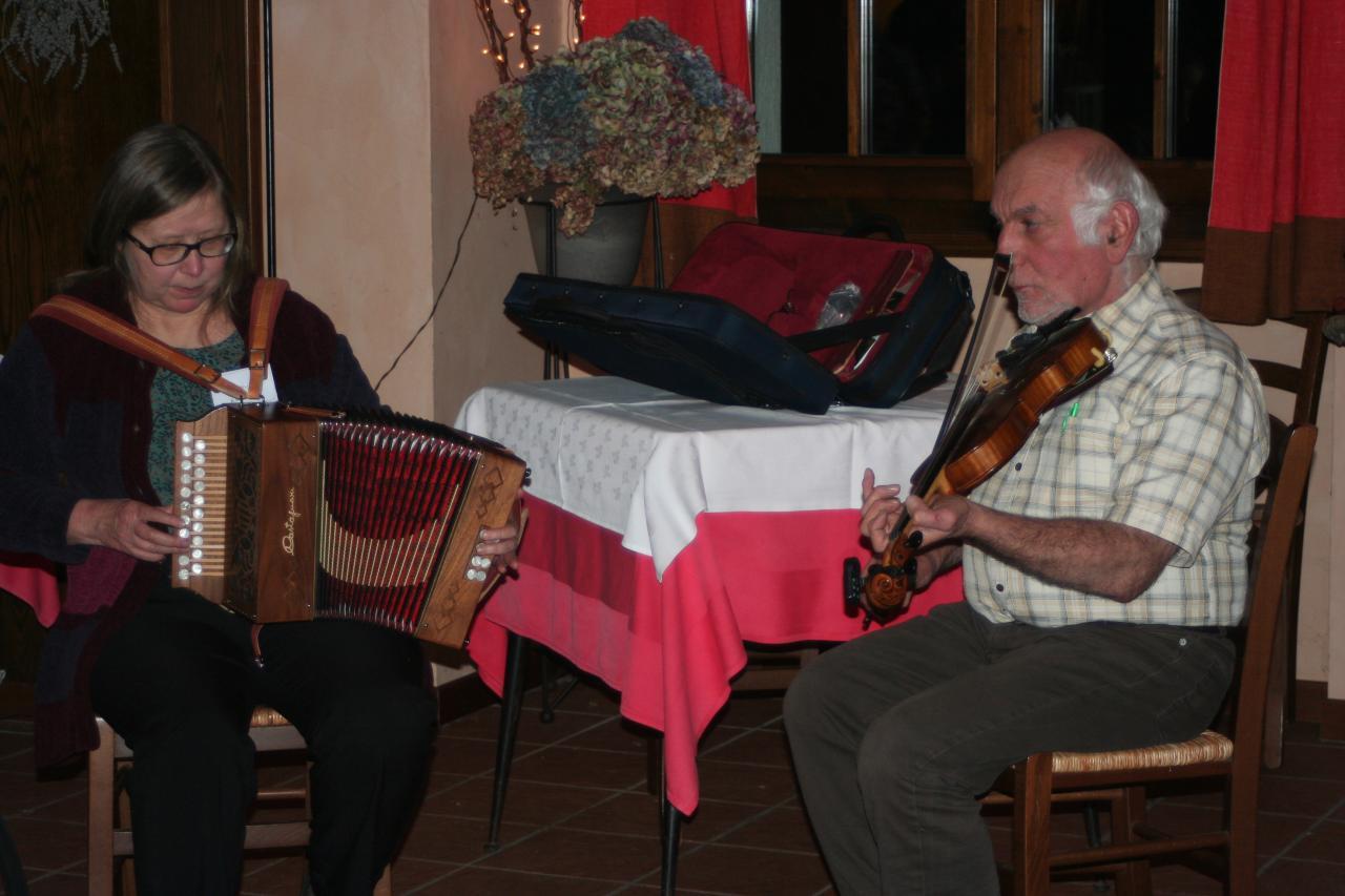 Le soir, musique avec Paivi et Jacques,